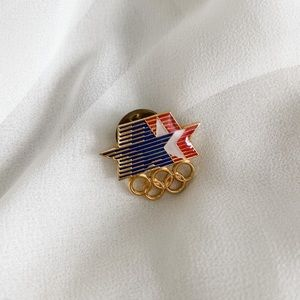 Vintage 1980 Four Olympic Star Gold Pin